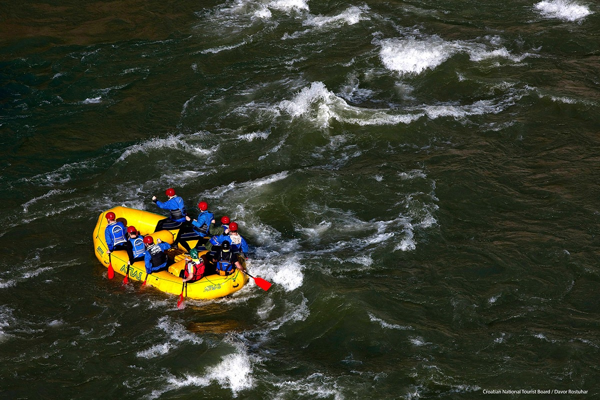 This image has an empty alt attribute; its file name is Adventure-Seeker-Croatia-Rafting-Cetina-River-Tourism-Board.jpg