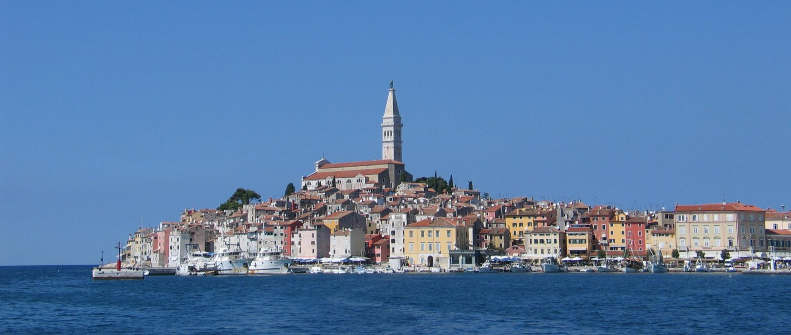 This image has an empty alt attribute; its file name is Old_town_of_Rovinj_Croatia_2005-09-15.jpg