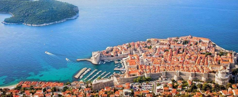 This image has an empty alt attribute; its file name is adventures-croatia-Dubrovnik-3.jpg