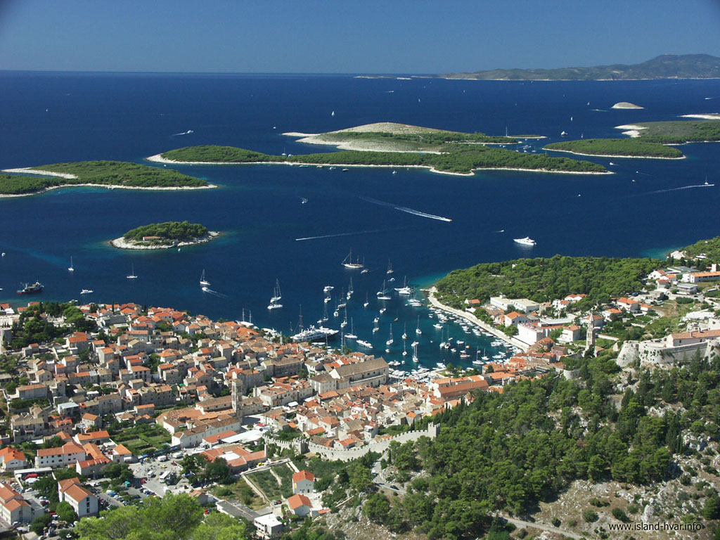 This image has an empty alt attribute; its file name is adventures-croatia-hvar.jpg