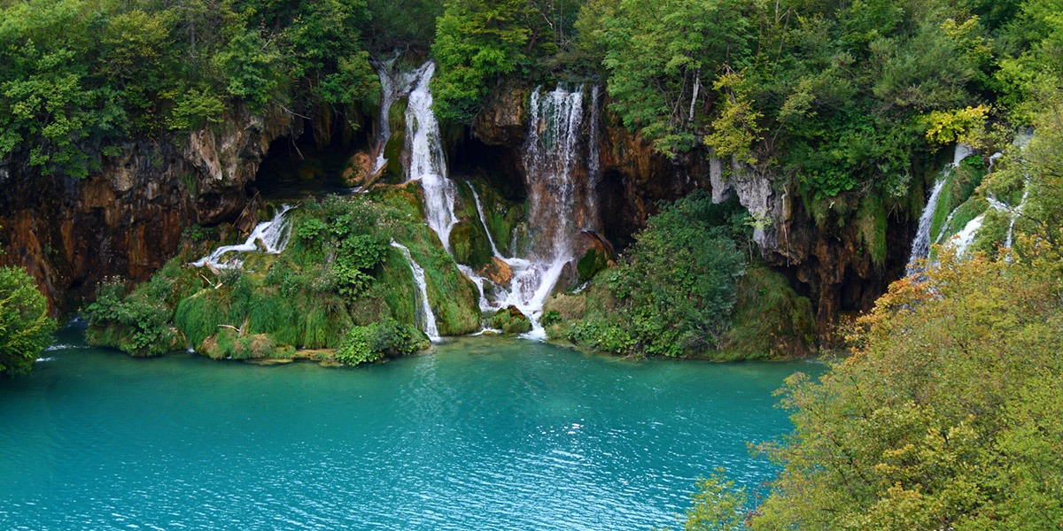 This image has an empty alt attribute; its file name is Adventures-Croatia-Custom-Curated-Itineraries-Travel-Croatia-Plitvice-Lakes-Waterfalls.jpg