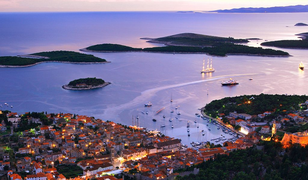 This image has an empty alt attribute; its file name is HVAR-Croatia-Aerial-View-On-City-Harbor-Adventures-Croatia-Custom-Travel-Tours-1024x600.jpg