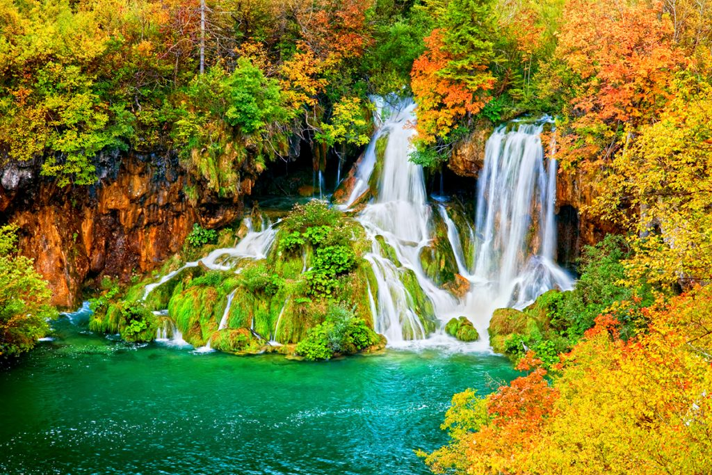 This image has an empty alt attribute; its file name is Plitvice-Lakes-Fall-Colors-Adventures-Croatia-1024x683.jpg