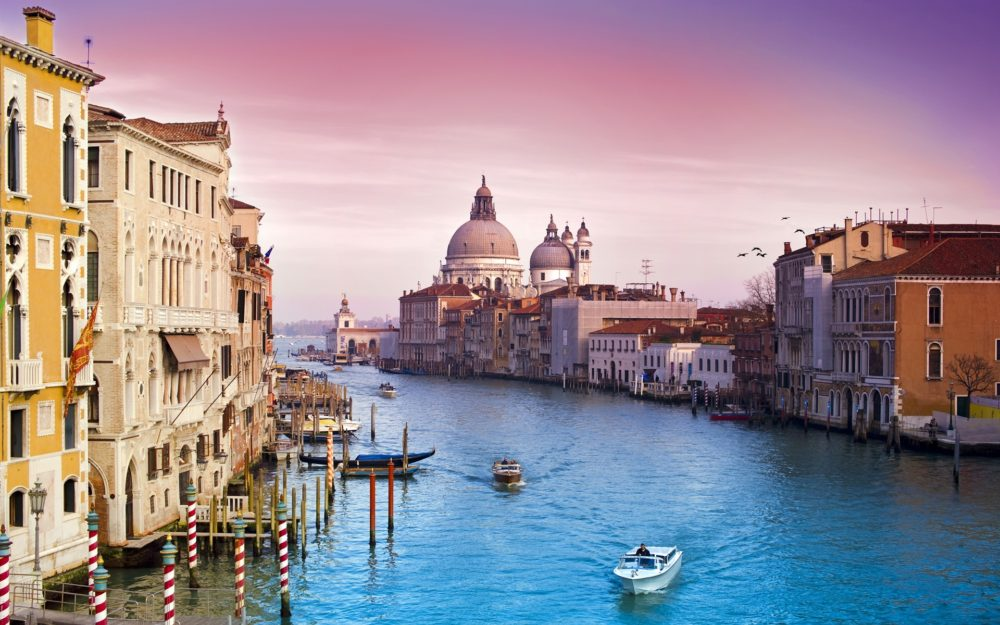 This image has an empty alt attribute; its file name is Venice-Italy-e1549515122487.jpg